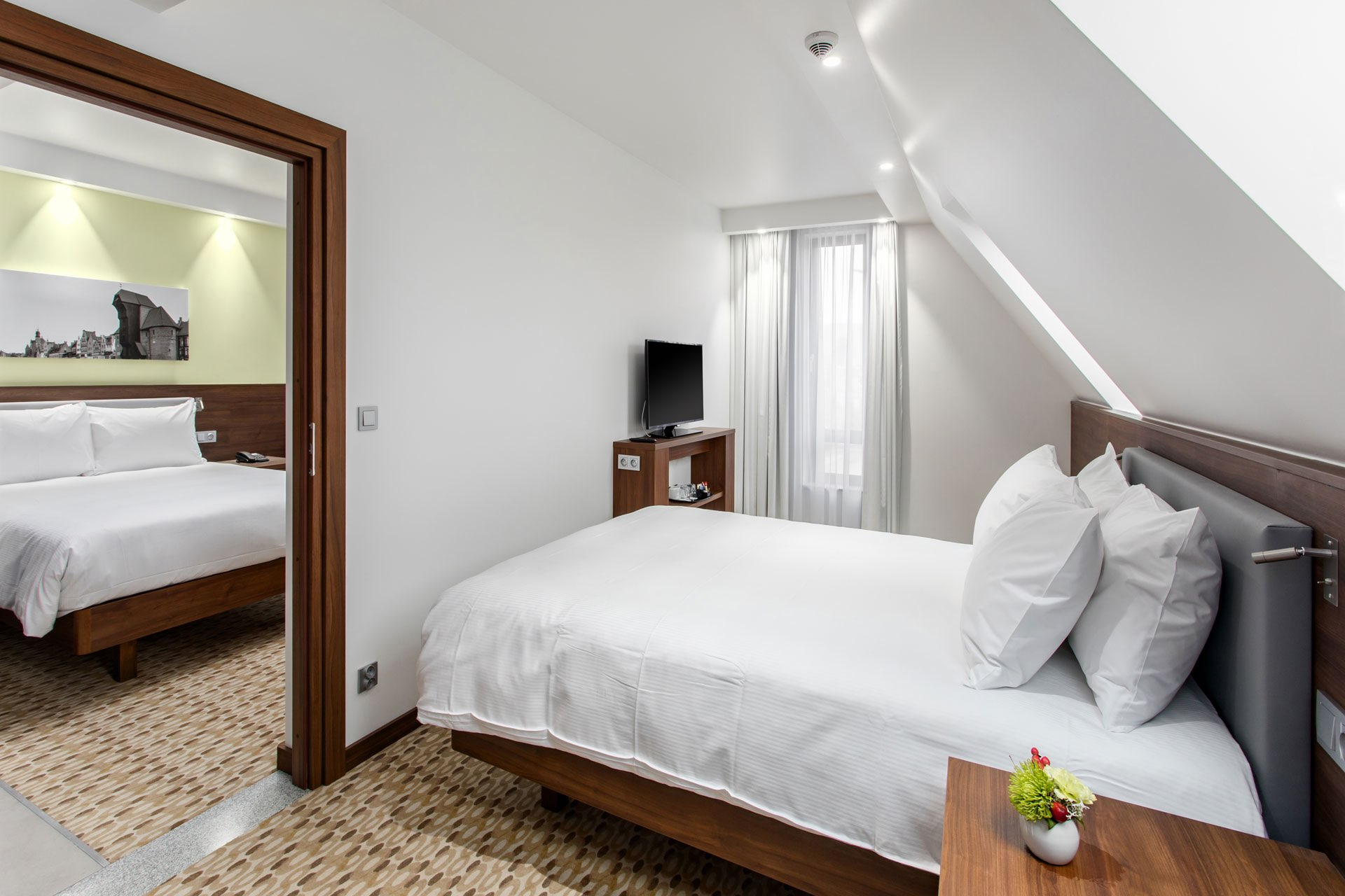 Hampton-by-Hilton-Gdansk-2-Beds-Queen-Family-Room-2