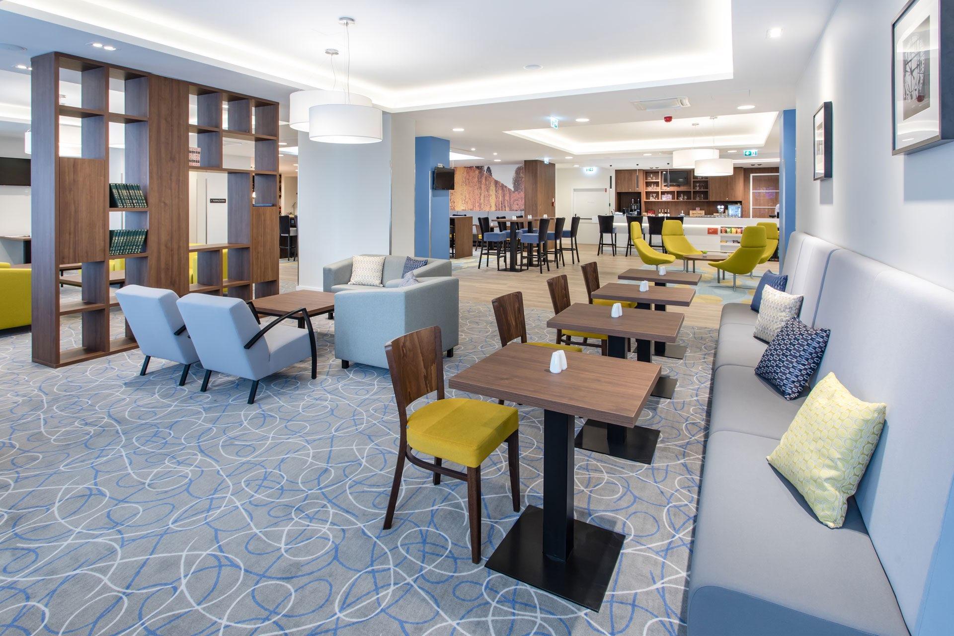 Hampton-by-Hilton-Gdansk-Oliwa-Lobby-2